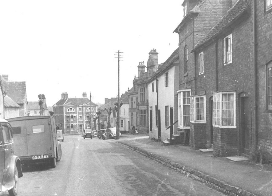 High Street, Kenilworth, looking east.  1947 |  IMAGE LOCATION: (Warwickshire County Record Office)