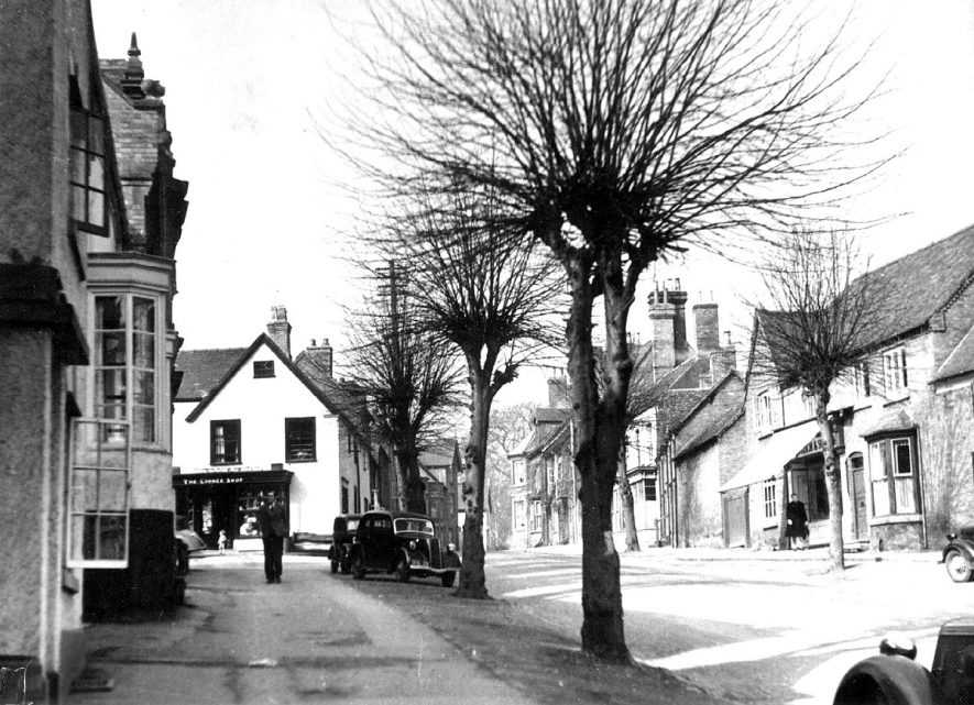 High Street, Kenilworth, east end looking west.  1947 |  IMAGE LOCATION: (Warwickshire County Record Office)