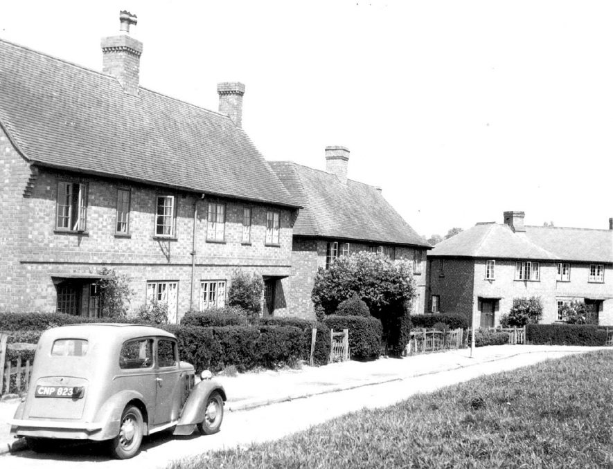Hyde Road, Kenilworth, showing new houses.  Car.  1947 |  IMAGE LOCATION: (Warwickshire County Record Office)