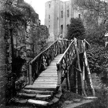Kenilworth.  Caesar's Tower, Castle