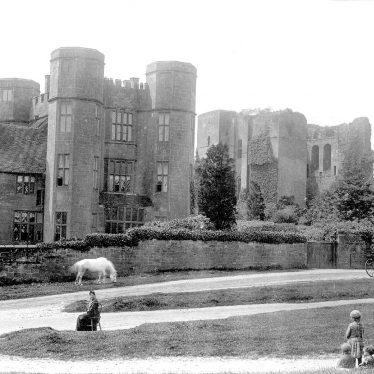 Kenilworth.  Castle gatehouse