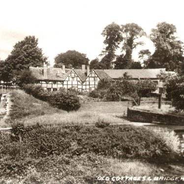 Kenilworth.  Bridge and Cottages