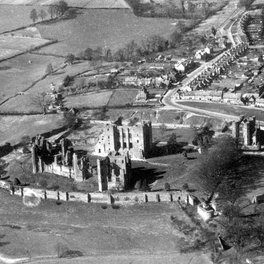 Kenilworth.  Aerial view of Castle