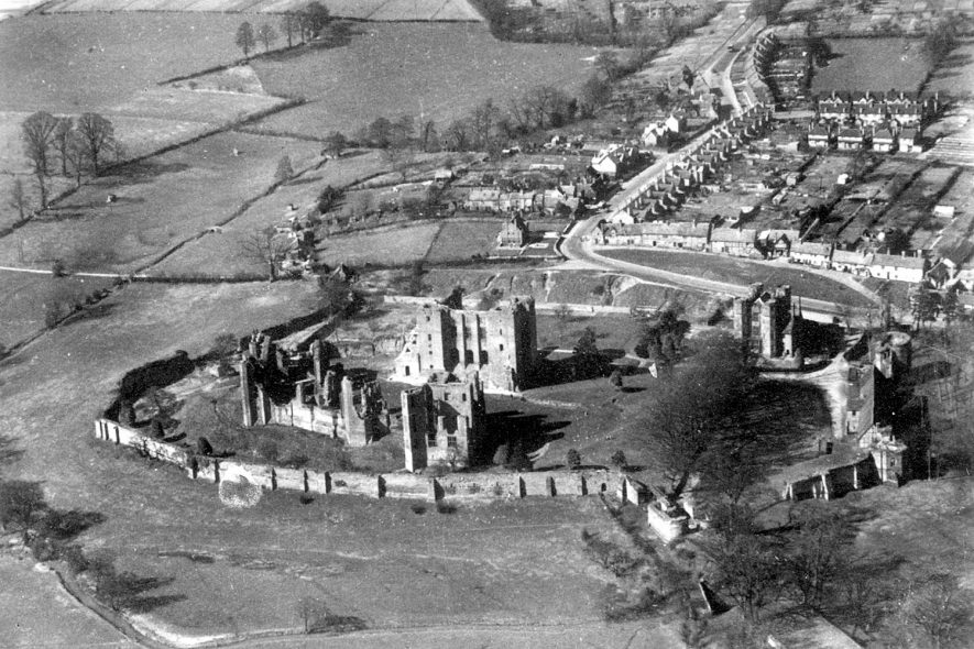 Aerial view of Kenilworth Castle.  1940s |  IMAGE LOCATION: (Warwickshire County Record Office)