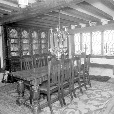 Kenilworth.  Rudfyn (now Redfern) Manor interior