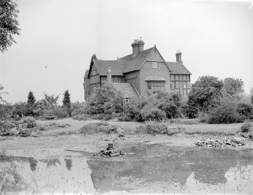 Gardens and pond at the rear of Rudfyn (now Redfern) Manor, Chase Lane, Kenilworth.  July 17th 1940 |  IMAGE LOCATION: (Warwickshire County Record Office)