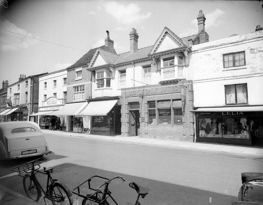 Exterior of Lloyds Bank and other shops in The Square, Kenilworth.  1959 |  IMAGE LOCATION: (Warwickshire County Record Office)