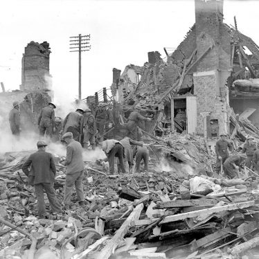 Kenilworth.  Bomb damage in Warwick Road