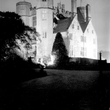 Kenilworth.  Castle Gatehouse by floodlight