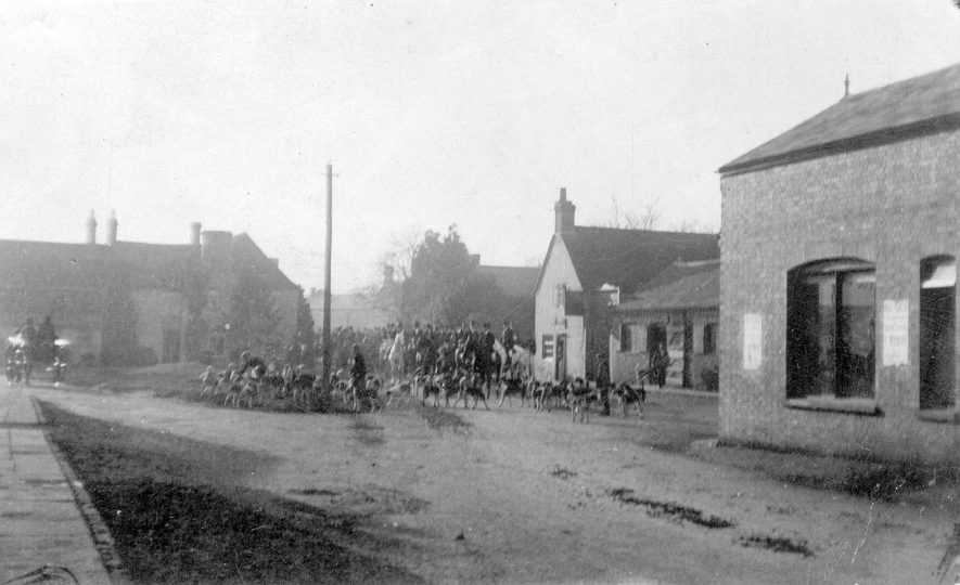 Hunt meet, showing horses and hounds, Kineton.  1906 |  IMAGE LOCATION: (Warwickshire County Record Office)