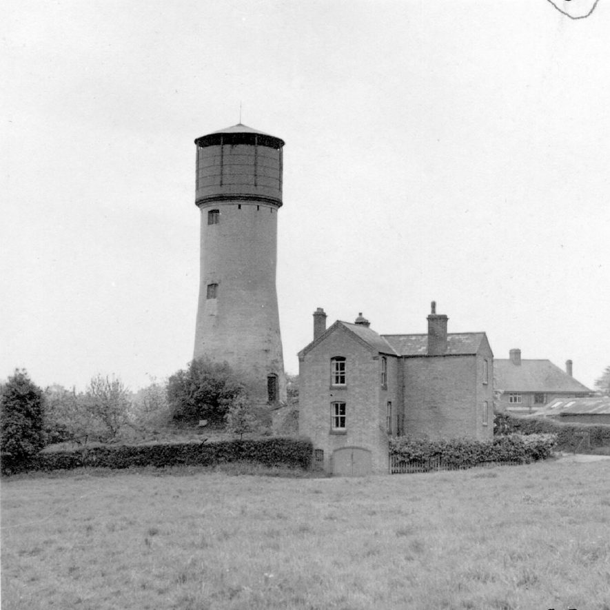 The water tower, Tainters Hill, Kenilworth.  1947 |  IMAGE LOCATION: (Warwickshire County Record Office)