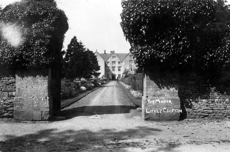 The drive leading up to the front of The Manor House, Little Compton.  1910s    IMAGE LOCATION: (Warwickshire County Record Office)
