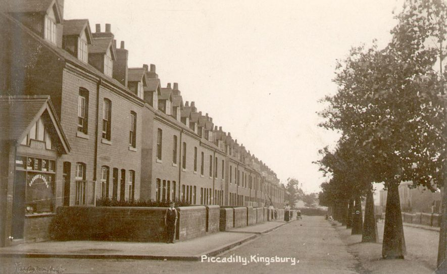 Piccadilly, Kingsbury.  1900s |  IMAGE LOCATION: (Warwickshire County Record Office)
