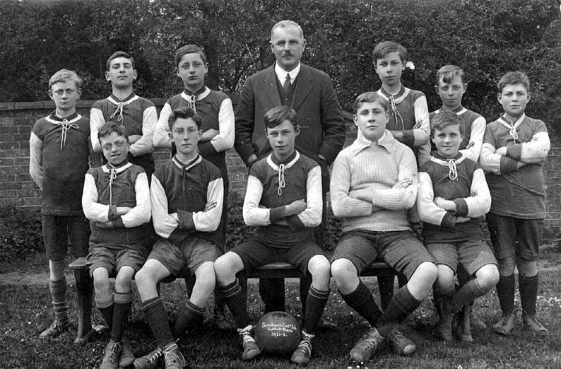 Dunchurch Endowed School football team.  1921/22    IMAGE LOCATION: (Warwickshire County Record Office)