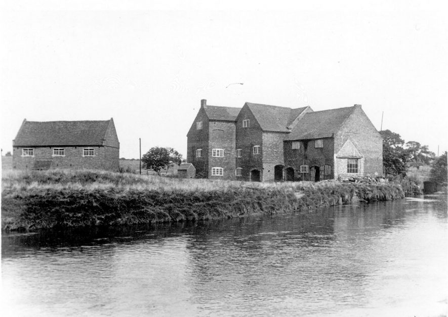 Hemlingford Watermill, Kingsbury.  1937 |  IMAGE LOCATION: (Warwickshire County Record Office)