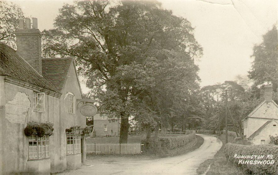 Rowington Road now called Warwick Road. Showing the Navigation Inn, Kingswood.  1910s |  IMAGE LOCATION: (Warwickshire County Record Office)