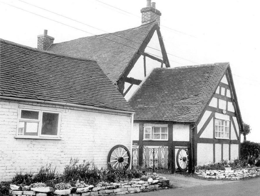 House adjoining Haunch Cottage in Dunton Lane, Lea Marston. 1967    IMAGE LOCATION: (Warwickshire County Record Office)