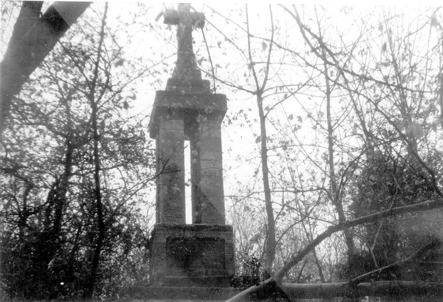 Monument to Piers Gaveston on Blacklow Hill, Leek Wootton.  1950-60s |  IMAGE LOCATION: (Warwickshire County Record Office)