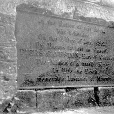 Leek Wootton.  Gaveston Monument, Blacklow Hill