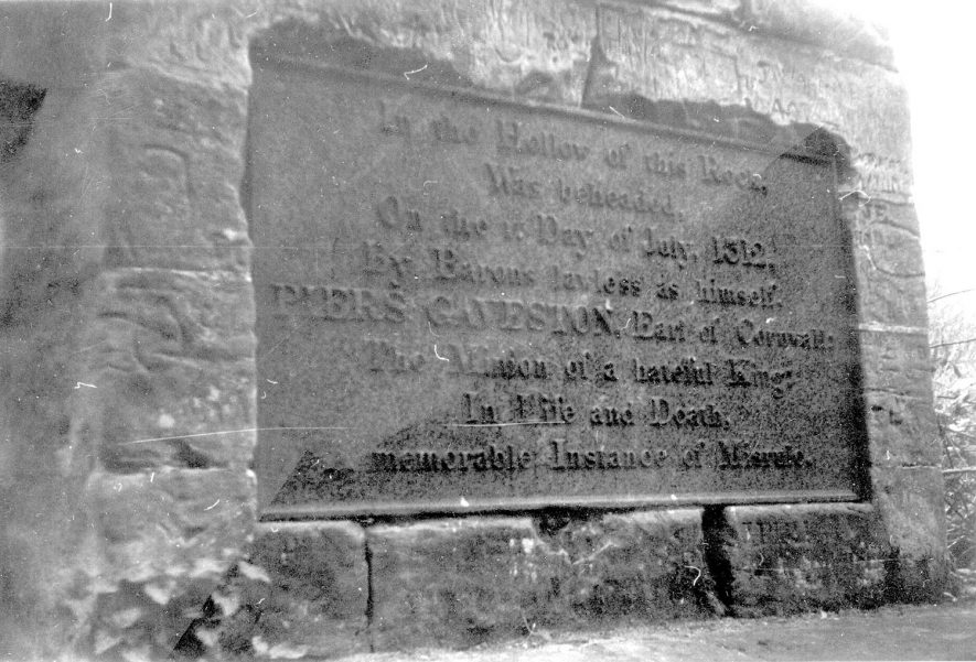 Inscription on monument to Piers Gaveston on Blacklow Hill, Leek Wootton.  1950-60s |  IMAGE LOCATION: (Warwickshire County Record Office)