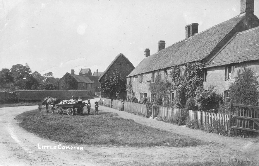 Cottages in Little Compton with a horse and cart and a man, woman and two children on the grass in front.  1900s |  IMAGE LOCATION: (Warwickshire County Record Office)