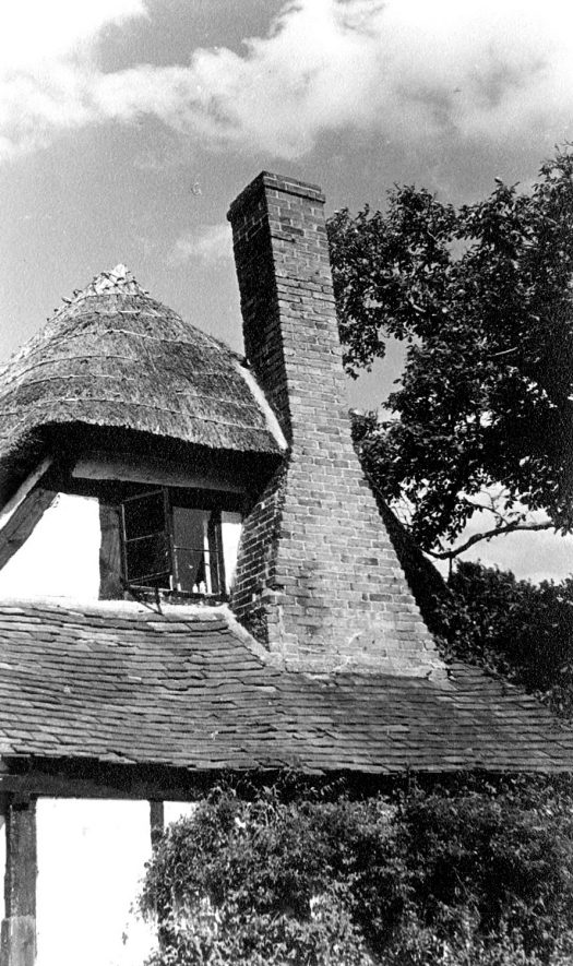 End of Lychgate Cottage, showing chimney stack. Welford on Avon.  1947 |  IMAGE LOCATION: (Warwickshire County Record Office)