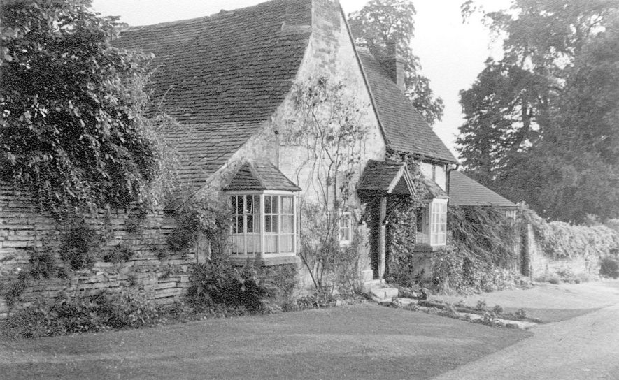 Boat Cottage (formerly Boat Inn), Welford on Avon.  1947 |  IMAGE LOCATION: (Warwickshire County Record Office)