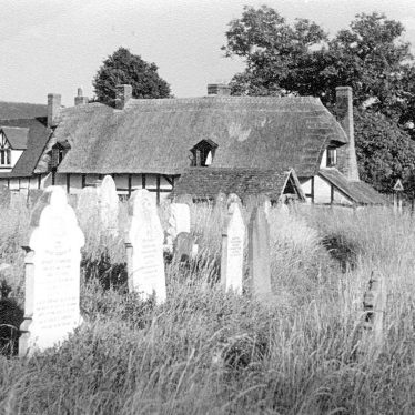 Welford on Avon.  Churchyard and cottages