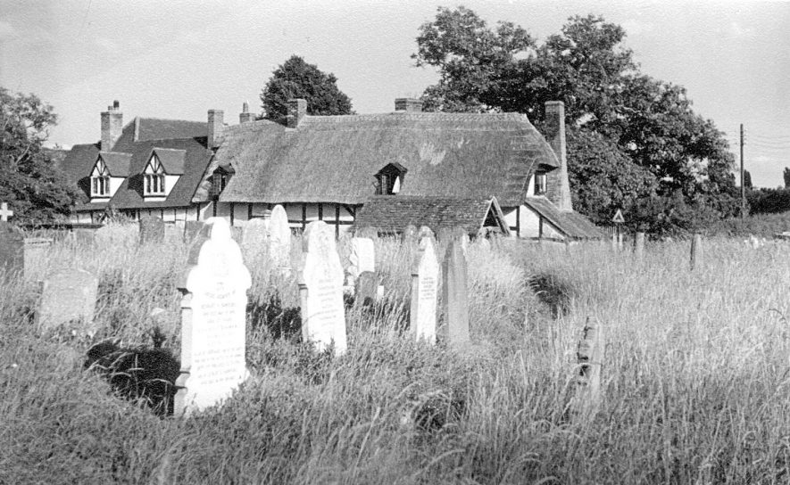 Thatched cottages and gravestones, Welford on Avon.  1947    IMAGE LOCATION: (Warwickshire County Record Office)
