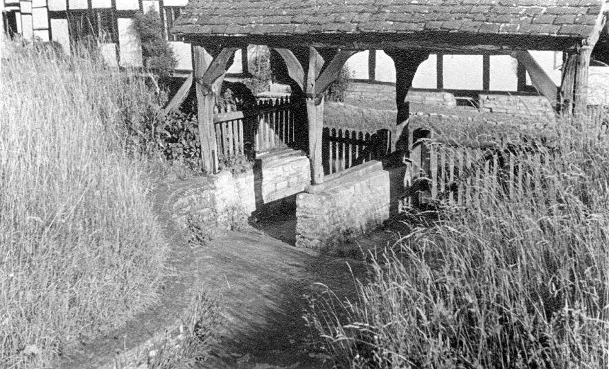 Church lychgate, Welford on Avon.  1947 |  IMAGE LOCATION: (Warwickshire County Record Office)