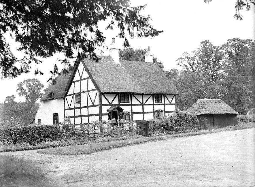 Timber framed and thatched cottage, Ladbroke.  August 5th 1939    IMAGE LOCATION: (Warwickshire County Record Office)