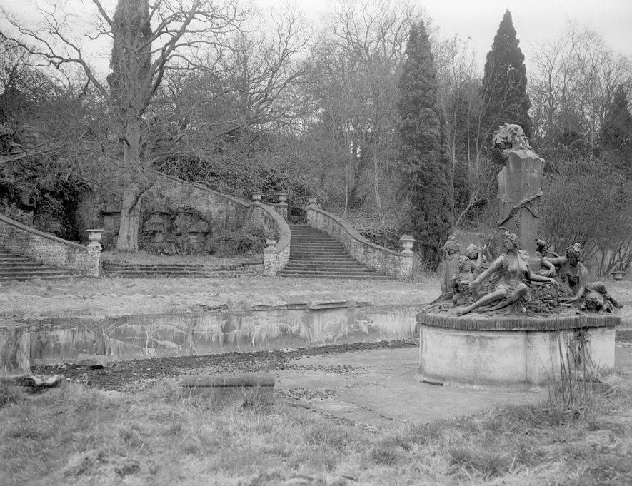 Moreton Paddox gardens showing old stone stairway and fountain.  1959 |  IMAGE LOCATION: (Warwickshire County Record Office)