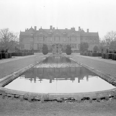 Moreton Paddox.  Rear of house with ornamental lake