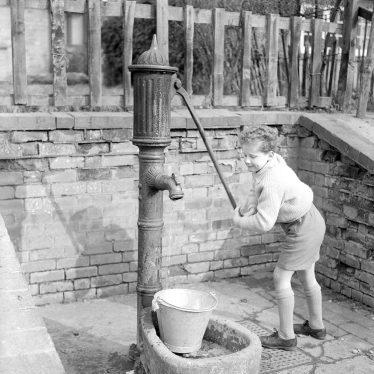 Moreton Morrell.  Village pump