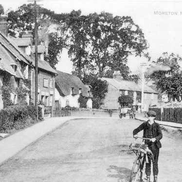 Moreton Morrell.  A village street
