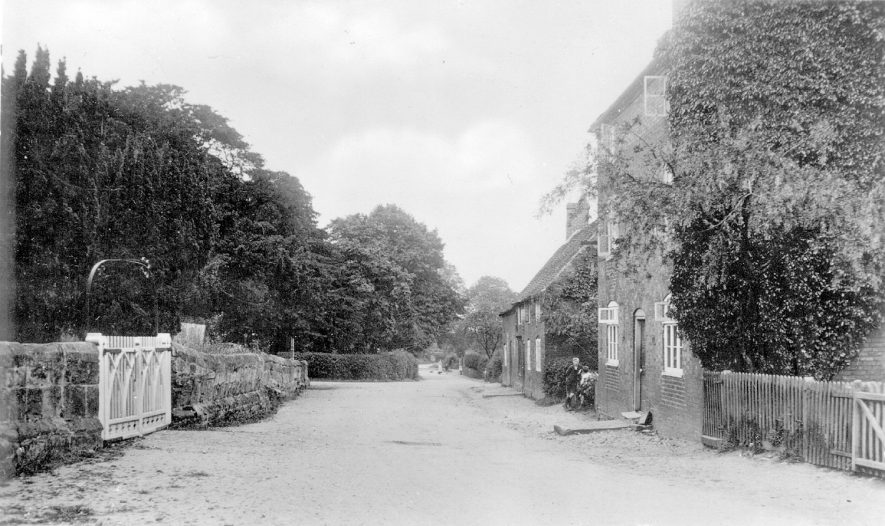 A street and cottages in Middleton.  1929 |  IMAGE LOCATION: (Warwickshire County Record Office)