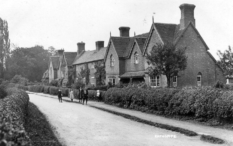 Street in Eathorpe with group of children standing in front of cottages.  1900s |  IMAGE LOCATION: (Warwickshire County Record Office)