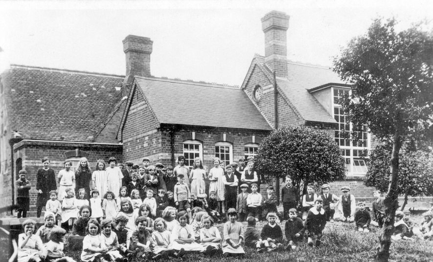 Middleton village school and children.  1920s |  IMAGE LOCATION: (Warwickshire County Record Office)