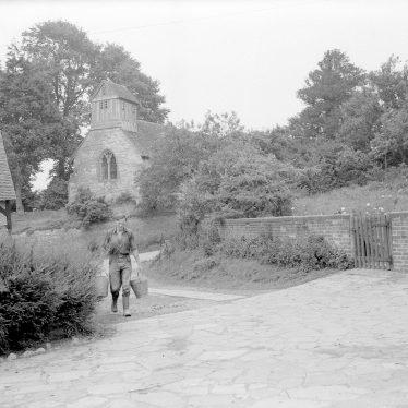 Morton Bagot.  Holy Trinity church and Church Farm
