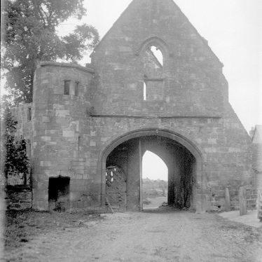 Maxstoke.  Priory gateway