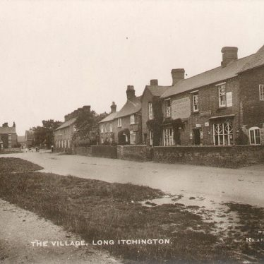 Long Itchington.  A village street