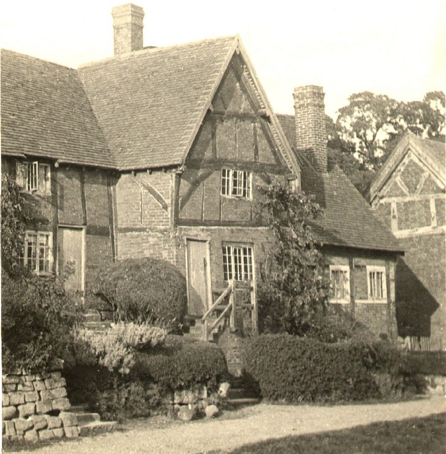Old timbered cottages in Stoneleigh.  1930s |  IMAGE LOCATION: (Warwickshire County Record Office)