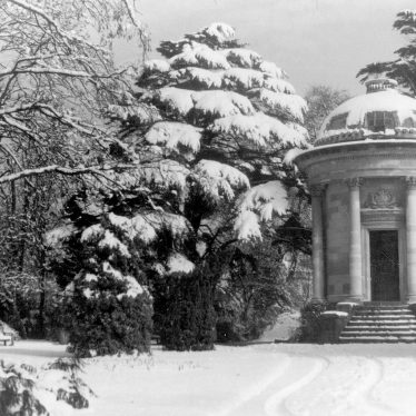 Leamington Spa.  Temple Memorial, Jephson Gardens