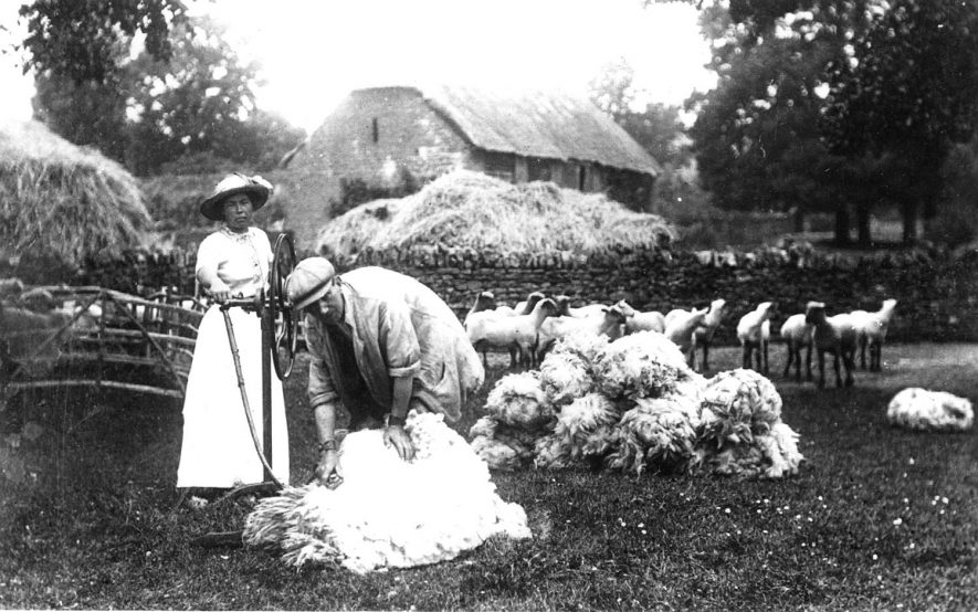 Farmworkers shearing sheep at Cherington.  1920s |  IMAGE LOCATION: (Warwickshire County Record Office)