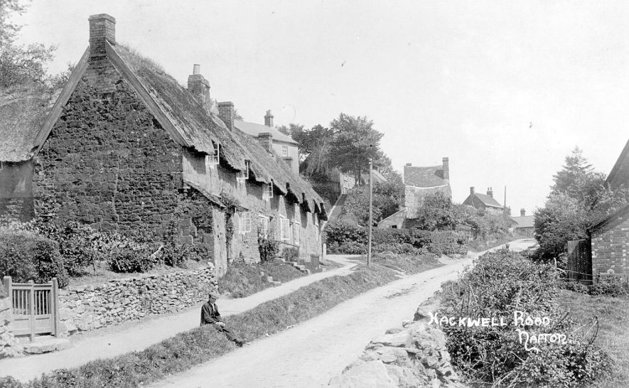 Thatched cottages in Hackwell Road (now Street), Napton on the Hill.  1910s |  IMAGE LOCATION: (Warwickshire County Record Office)