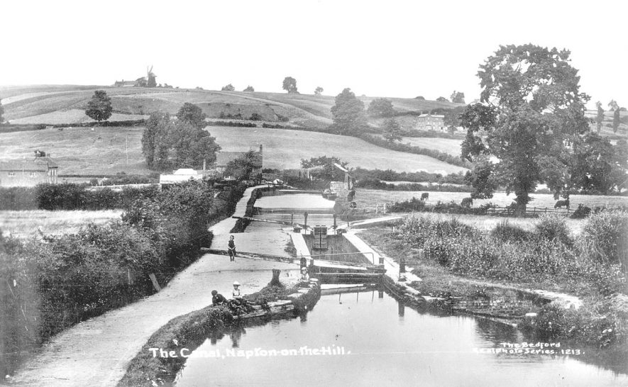 The Oxford canal and locks looking north at Napton on the Hill. Three children are on the towpath.  1910s |  IMAGE LOCATION: (Warwickshire County Record Office)