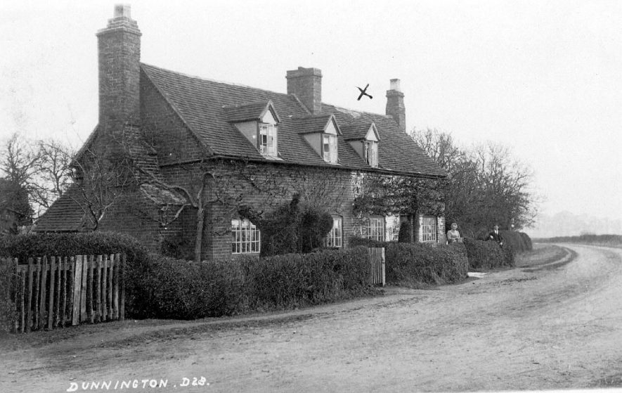 Cottages in Dunnington.  1900s |  IMAGE LOCATION: (Warwickshire County Record Office)