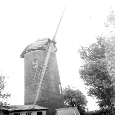 Norton Lindsey.  Old windmill
