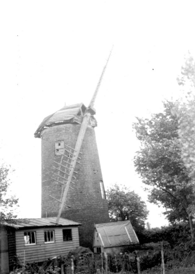The windmill at Norton Lindsey.  May 13th 1958 |  IMAGE LOCATION: (Warwickshire County Record Office)