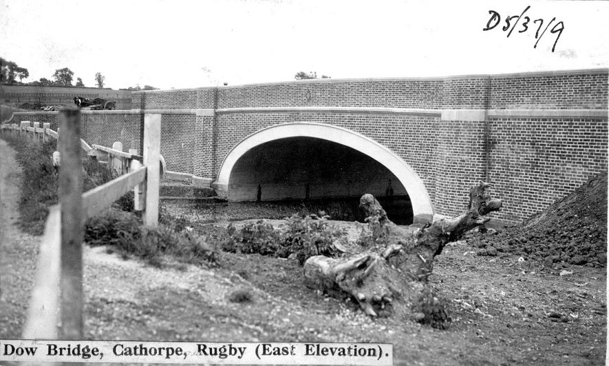 Dow Bridge over the River Avon, east of Newton.  1930s |  IMAGE LOCATION: (Warwickshire County Record Office)
